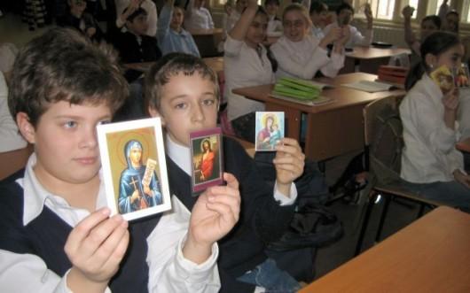 Curtea Constituţională schimbă regula orei de Religie în şcoli: părinţii trebuie să depună cerere pentru ca elevii să participe la această materie - Comentarii: 5