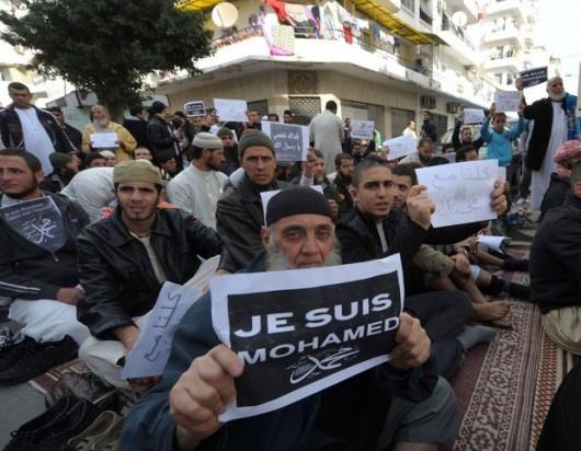 """Proteste violente împotriva lui """"Charlie Hebdo"""": Creştinii, pedepsiţi pentru caricaturile publicaţiei franceze: - Comentarii: 1"""