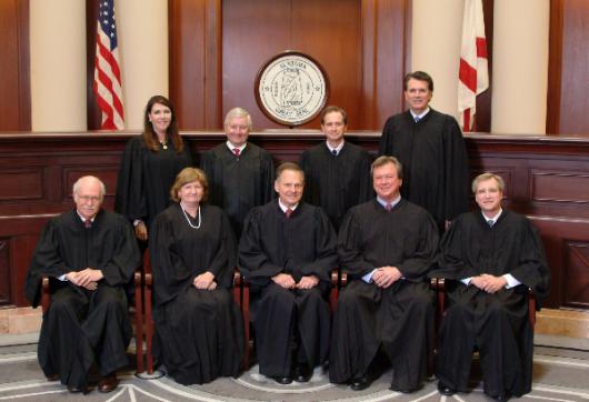 """Curtea Suprema din Statul Alabama emite o decizie istorica prin care este intrerupta emiterea licentelor de """"casatorie"""" pentru cupluri de acelasi sex - Comentarii: 1"""