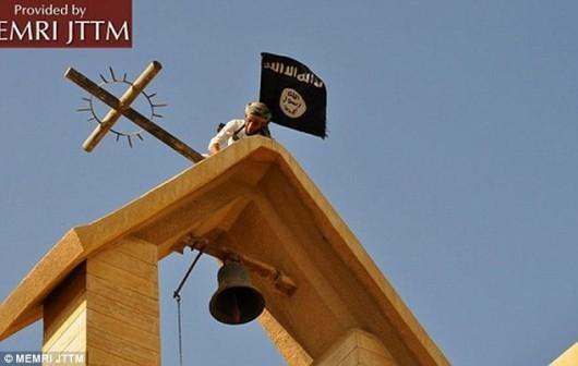 Steagurile ISIS înfipte în locul crucilor de pe biserici - Comentarii: 0